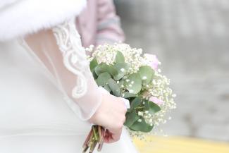 «Отменять будете? Нет, конечно!»: казанцы играют свадьбы назло коронавирусу