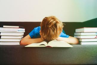 «Ненавижу домашку!»: родители казанских школьников плачут над уроками вместе с детьми