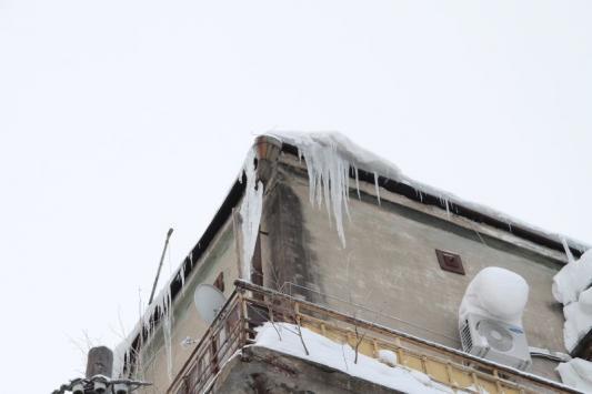 Смерть затаилась на крыше сложной конфигурации