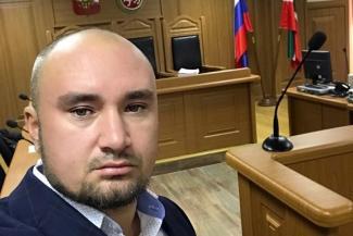 «Никто же не требует от женщин снять накладные ресницы»: «мусульманский» адвокат Руслан Нагиев - о платках, многоженстве и «казанских братьях» азербайджанских солдат