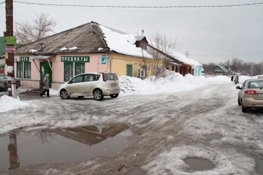 """В Нагорном все начинается и заканчивается у """"красного магазина"""""""