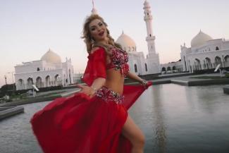 Танцующая полуобнаженной у мечети в Татарстане: «Это не стриптиз, а произведение искусства»