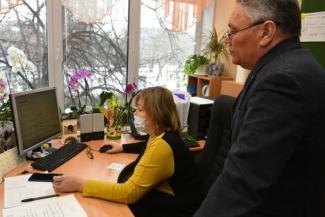 Вирус наступает, компьютеры дорожают: родители школьников в Татарстане готовятся к дистанционному обучению детей