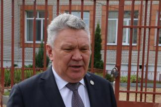 «Если скажу, что 1 сентября не будет дистанта, возможно, ошибусь»: министр образования Татарстана ответил на вопросы в прямом эфире