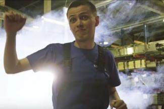«В Питере — пить, в Челнах — пахать!» - в Татарстане сняли пародию на клип Шнура