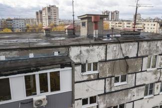 За крышей - к Путину: в Казани жильцы девятиэтажки организовали съемку текущей кровли с квадрокоптера, чтобы уличить чиновников во лжи