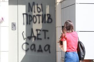 «Никогда они этот пожарный выход не прорубят!»: жильцы казанской многоэтажки победили в суде ненавистный детсад на квартире