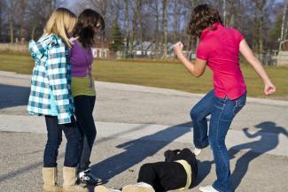 «Девчонки сейчас гораздо злее мальчишек»: казанские школьники самоутверждаются, снимая драки на видео