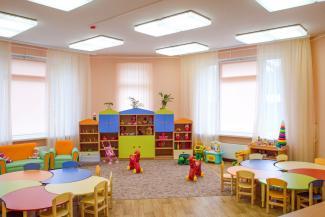 «Они хотят отдыхать, а нам надо работать»: Путин поссорил родителей казанских детсадовцев с воспитателями