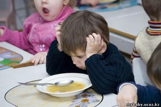 Из-за кризиса казанским детсадовцам недокладывают мяса и недоливают молока?