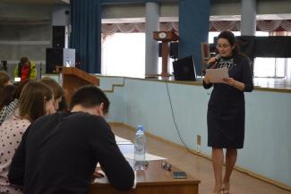 Казань проверили на знание русского языка: текст Яхиной прочитала «диктатор» Фазлеева