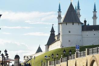 Казанцам разрешат смотреть парад с газонов под кремлем