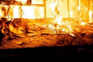 «Мы хотим справедливости!»: в Казани сестра погибшей на пожаре добивается поиска виновных в поджоге