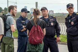 «Полицейские сказали, что им по этому делу звонили из Москвы»: в Казани экоактивистами занялись борцы с экстремистами