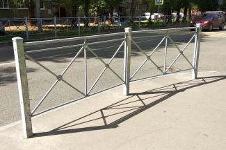 «Фигачат куда попало»: «зазаборенная» Казань возмущает и пешеходов, и водителей