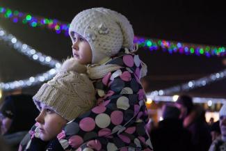 Или с папой, или с мамой: бабушек и дедушек от 60 лет в Казани не пустят с внуками на елки, а родителей - только по одному