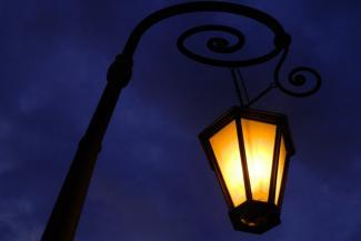 Тьма казанская: чиновники советуют горожанам, которые боятся темноты, ходить под фонарями