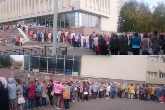 «Вот бабульки дают!»: казанские пенсионерки чуть не передавили друг друга в очереди на бесплатные курсы экономики и философии