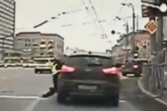 В Казани военного следователя, который проволок по асфальту гаишника, сдали в комендатуру