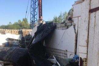 «Скажут потом, что так и было»: в Казани владельцы гаражей, которые обрушились при строительстве бизнес-парка, жалуются в полицию и прокуратуру