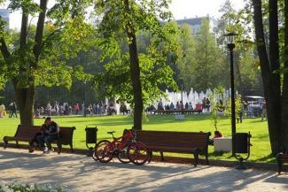 Где казанцам отдыхать хорошо: в одном парке – весело и вкусно, в другом – тихо и грустно