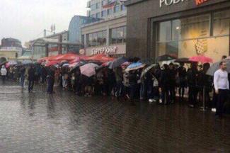 Халявщицы в Казани три дня давились в очереди за бесплатной косметикой