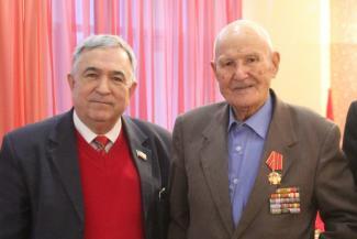 Байден ему в сыновья годится: старейший депутат России из Татарстана надеется, что из-за него в стране не поднимут пенсионный возраст
