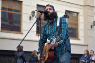 «Они ломают наш образ жизни, наш свободный дух!»: казанские музыканты с улицы Баумана не хотят подчиняться чинушам и петь по регламенту