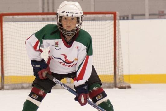Данис Зарипов подарил клюшку 13-летнему хоккеисту из Пестрецов