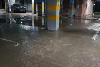 «Нашего застройщика ничем не прошибешь!»: в «золотом» казанском ЖК на подземной парковке заливает «БМВ» и «Мерседесы»