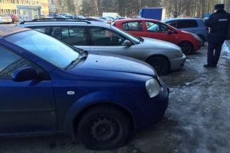 Парковочные войны по-казански: на стоянке у торгового центра «Франт» автомобилям порезали колеса