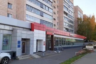 «Головные боли, бессонница, нервы»: в Казани жильцы объявили войну «Магниту» на первом этаже их дома