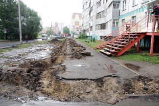 На улице Меридианной в Казани дорожники устроили ловушки для пешеходов