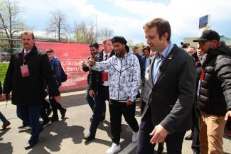 Роналдиньо одарил Казань фирменной улыбкой