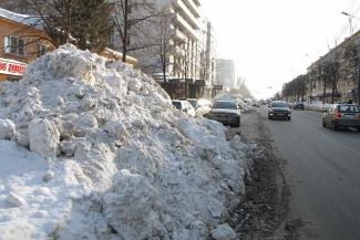 Исполком Казани не смог свернуть снежные горы