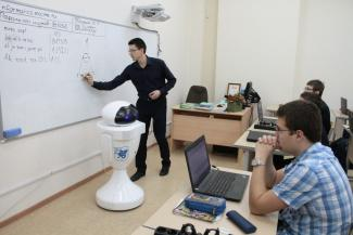 Пластмассовая Ева повышает интерес у казанских школьников