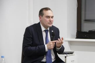 Спикинг в коворкинге: министр экономики Татарстана встретился с молодежью