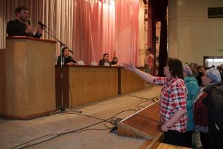 Народ против: на встречу со строителями МСЗ под Казанью жители пришли с вилками «для снятия лапши»