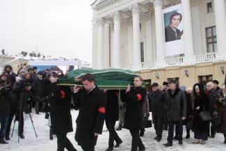 Сын «врага народа» стал народным любимцем: Казань простилась с Ильхамом Шакировым