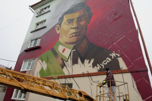 Московские власти подарили граффити жильцам казанской пятиэтажки
