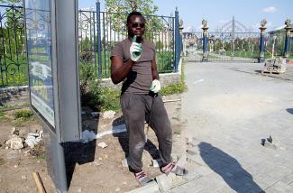 Ну о-очень черные рабочие: в Казани при подготовке к ЧМ используют труд негров