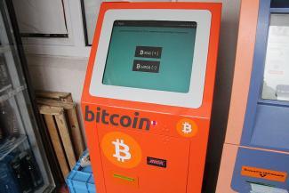 Гость из будущего: первый казанский биткойномат меняет реальные деньги на виртуальные по бешеному курсу