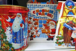 Дед Мороз не жадный, а экономный: в Казани детям раздадут много дешевых подарков, а в Челнах - мало дорогих