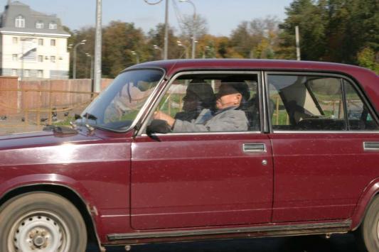 Автобабка, автодед, жми на газ, как в восемнадцать лет!