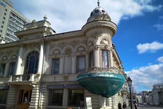 Перепутали эркер с эклером: в Казани не хотят ремонтировать здание-памятник на Кремлевской, которое превратилось в угрозу для прохожих
