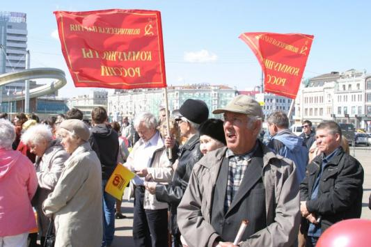 За мир и труд - на выход с плакатами!