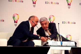 Ильшат Гафуров по примеру Энгеля Фаттахова решил устроить ЕГЭ для выпускников-педагогов