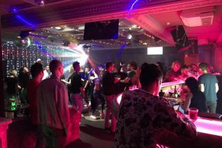 Бурные ночи по-казански: алкочемпионы тусуются на Баумана, а самые красивые парни — ... в гей-клубе