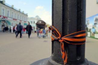 Казань встречает День Победы: ордена - на салфетках, знамена - на кефире