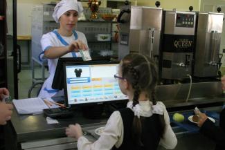 «А когда кушать дадут?»: родители младшеклассников в Татарстане опасаются, что их дети вырастут, не попробовав бесплатных обедов